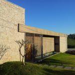 Arquiteta Sandra Velasco - RESIDENCIA SOUZAS -Revestimento: Café com Leite
